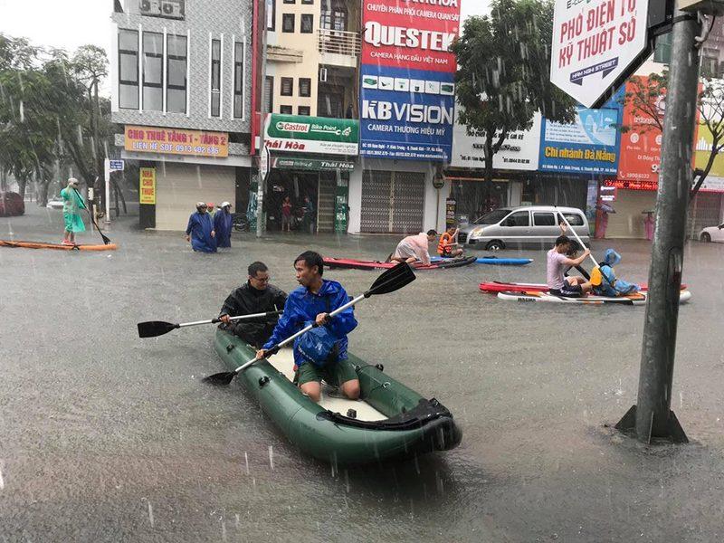 Đà Nẵng nỗ lực khắc phục ngập lụt do mưa lớn
