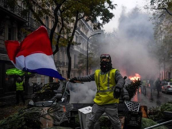 127 người bị cảnh sát Pháp bắt giữ