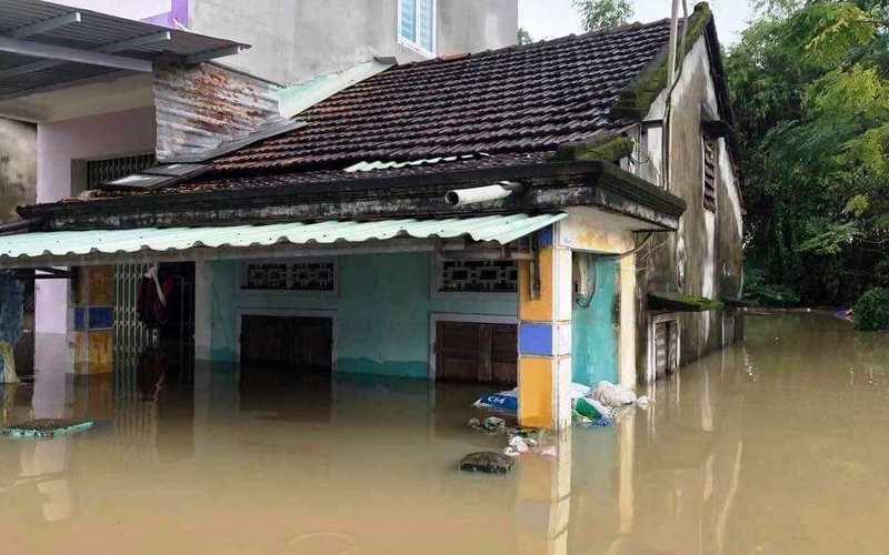 Mặt trận Tổ quốc Việt Nam hỗ trợ gia đình bị hại do mưa lũ gây ra