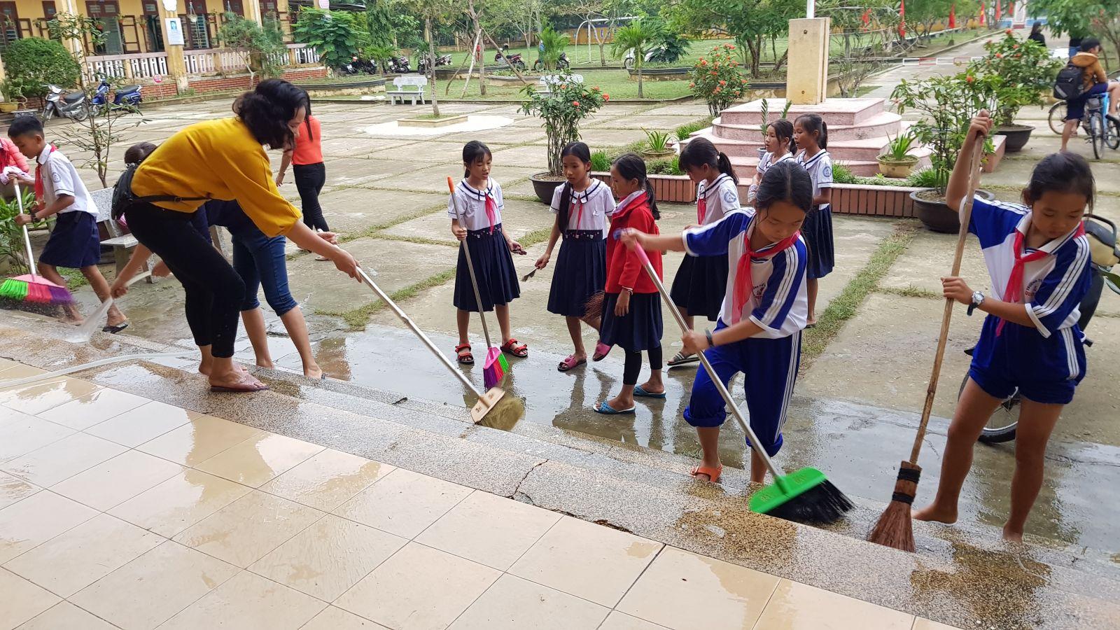 Thừa Thiên - Huế có hơn 8.000 học sinh trở lại trường vào ngày 17/12