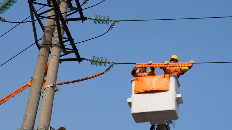 Hiệu quả tích cực từ mô hình các Đội sửa chữa điện nóng