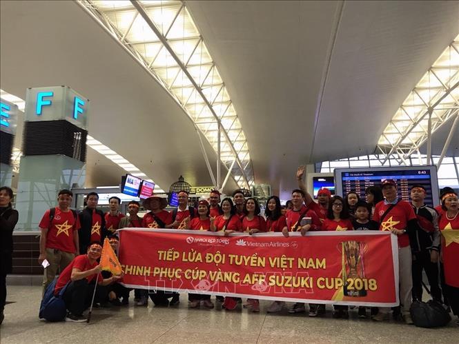 Cổ động viên nô nức sang Malaysia cổ vũ đội tuyển Việt Nam