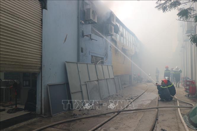 Khống chế đám cháy gần trụ sở Liên đoàn Bóng đá Việt Nam