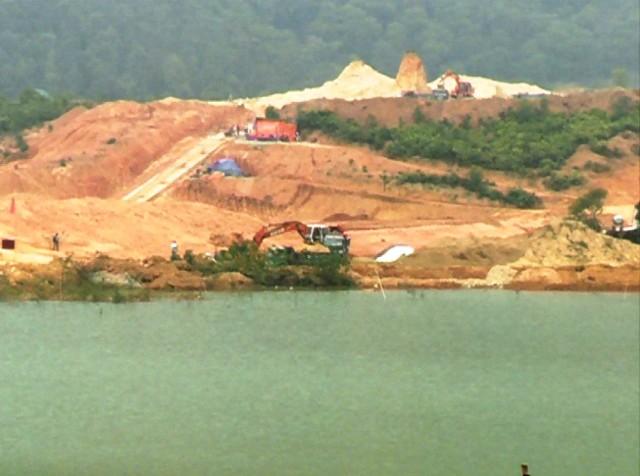 Duy tu, sửa chữa nâng cấp đường liên thôn từ tỉnh lộ 302 vào công trường dự án hồ chứa nước Đồng Mỏ