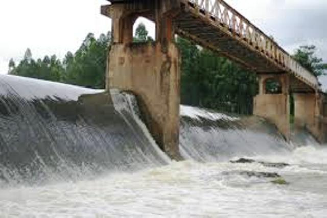 Tập trung xử lý sự cố đập tràn hồ Vai Lửa