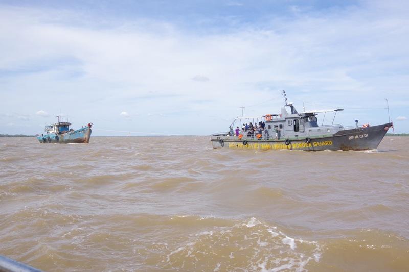 Sóc Trăng: Cứu hộ thành công 10 ngư dân gặp nạn trên biển  