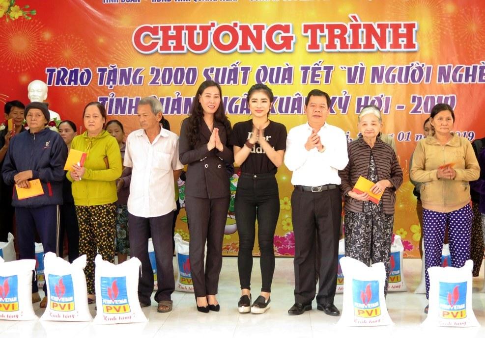 Quảng Ngãi: Trao 2.000 suất quà Tết cho người nghèo có hoàn cảnh khó khăn  