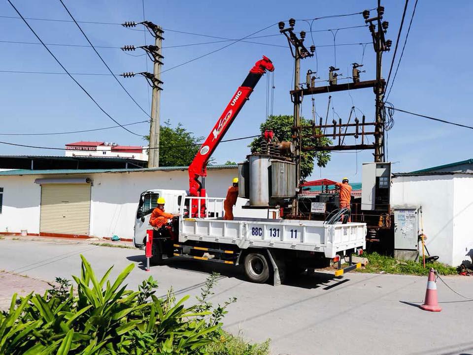 Vui buồn thợ điện mùa nắng nóng