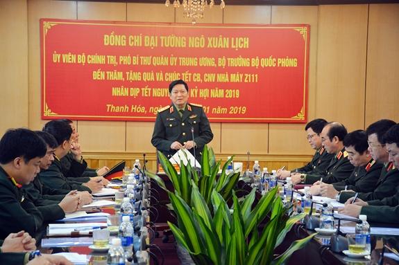 Đại tướng Ngô Xuân Lịch thăm, chúc Tết cán bộ, công nhân viên Nhà máy Z111