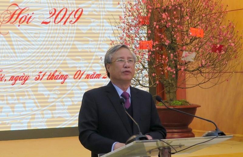Đồng chí Trần Quốc Vượng chúc Tết Văn phòng Trung ương Đảng