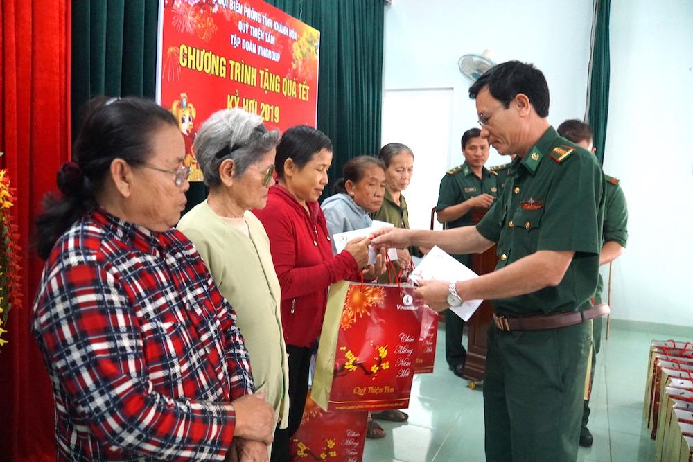 Khánh Hoà: Trao 150 suất quà tết cho nhân dân bị thiệt hại do bão lũ gây ra
