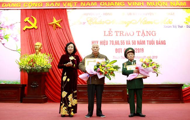 6.456 đảng viên thuộc Đảng bộ TP. Hà Nội được trao tặng Huy hiệu Đảng