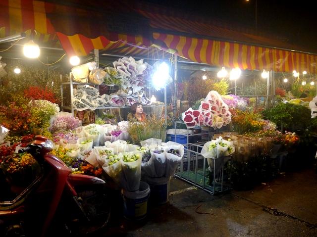 Rực rỡ chợ hoa Quảng Bá