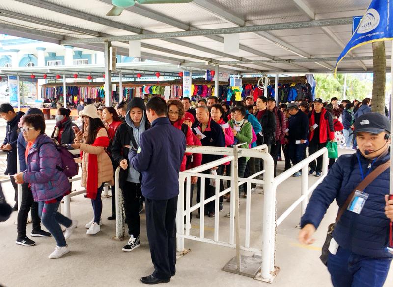 Trên 200.000 lượt du khách tới Quảng Ninh dịp Tết Dương lịch