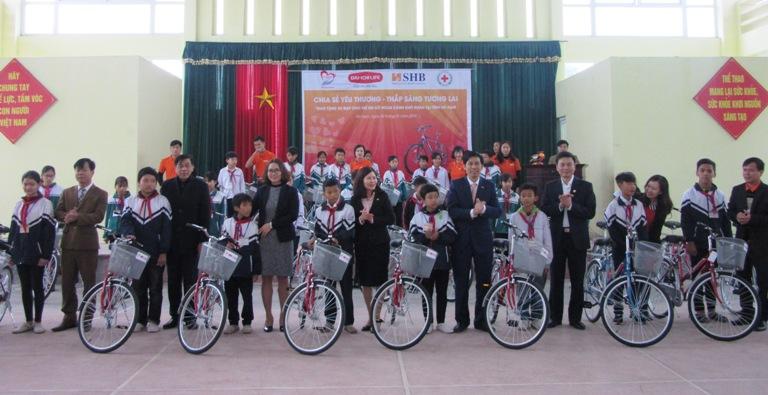 Xe đạp đến trường – nâng bước tương lai cho học sinh nghèo tại Hà Nam