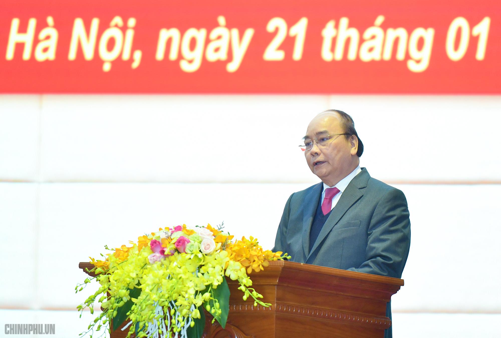 Thủ tướng Nguyễn Xuân Phúc thăm, kiểm tra công tác sẵn sàng chiến đấu tại Tổng cục II