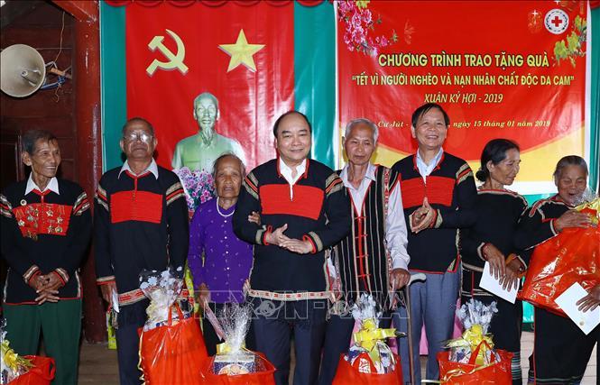 Thủ tướng chúc Tết gia đình chính sách, hộ nghèo đồng bào dân tộc thiểu số