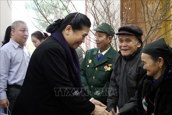 Phó Chủ tịch Thường trực Quốc hội trao quà Tết tặng các hộ nghèo tại Thanh Hóa