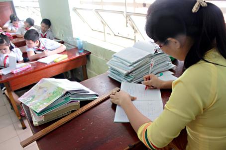 Bộ Giáo dục và Đào tạo yêu cầu giảm gánh nặng hồ sơ, sổ sách cho giáo viên