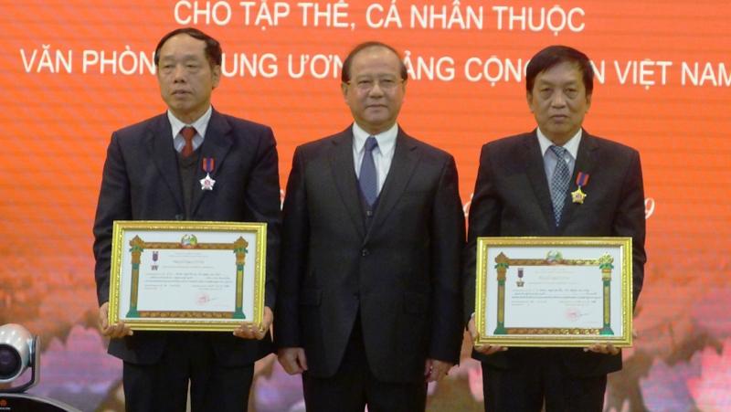 Trao Huân chương của Nhà nước Lào tặng tập thể, cá nhân Văn phòng Trung ương Đảng