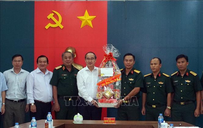 Bí thư Thành ủy Thành phố Hồ Chí Minh thăm, chúc Tết các đơn vị lực lượng vũ trang