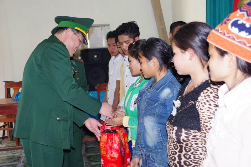 Nghệ An: Hơn 9 tỷ đồng quà tết tặng cho người nghèo địa bàn biên giới đón tết