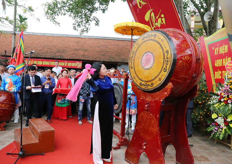 Phó Chủ tịch nước dự lễ khai hội Kinh Dương Vương