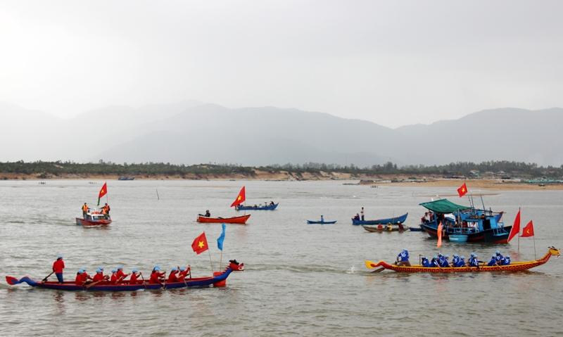 Phú Yên: Tưng bừng Lễ hội truyền thống sông nước Đà Nông