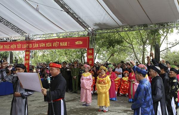 Lễ hội Minh Thề - không lấy của công làm việc tư