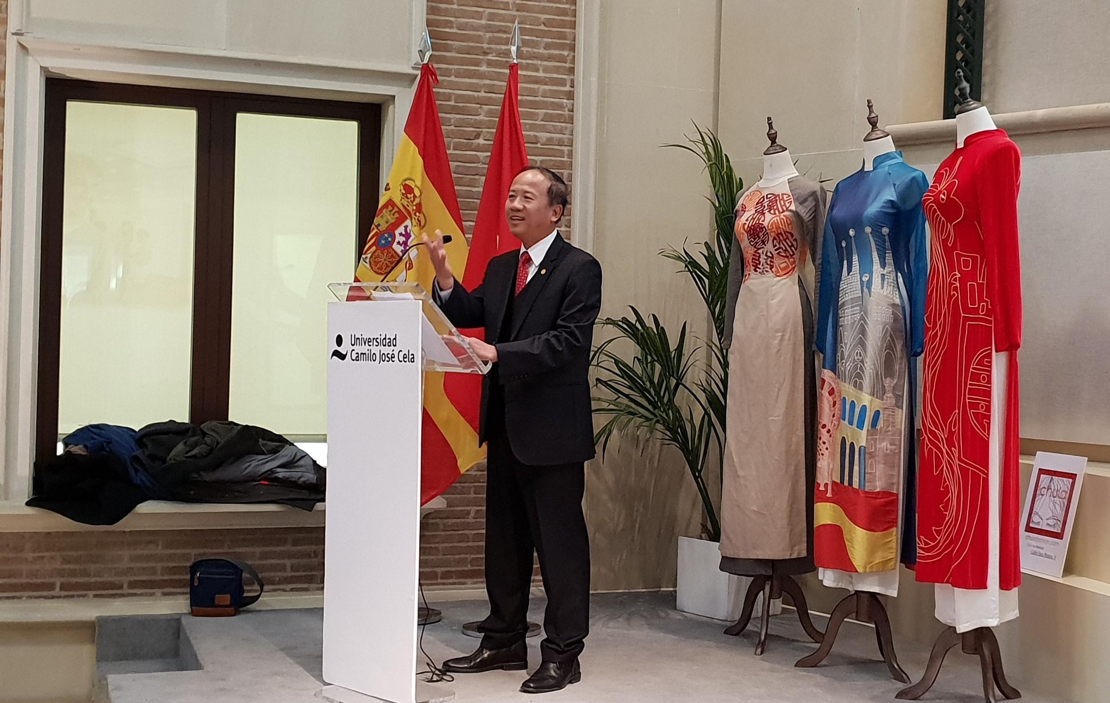 """Khai mạc Triển lãm ảnh """"Góc nhìn về Việt Nam"""" tại Tây Ban Nha"""