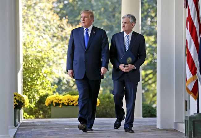 Sau những chỉ trích, Tổng thống Mỹ gặp Chủ tịch FED