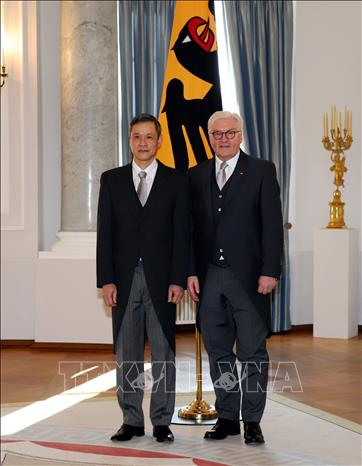 Đại sứ Nguyễn Minh Vũ trình Quốc thư lên Tổng thống Đức