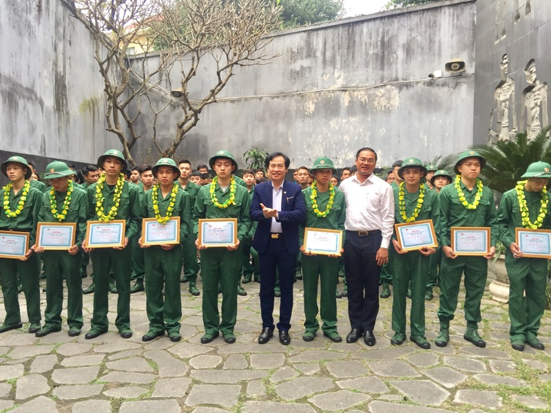 Góp sức trẻ xây dựng và bảo vệ Tổ quốc