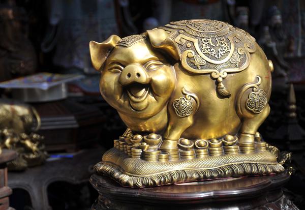 """Năm Hợi, ngắm """"heo vàng"""" ở chợ đồ cổ Hàng Lược"""
