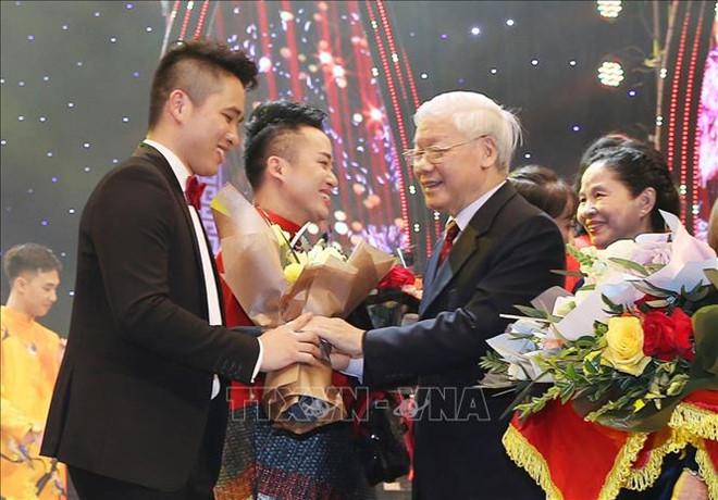 Ninh Đức Hoàng Long – Tài năng âm nhạc Việt Nam tỏa sáng tại Hungary
