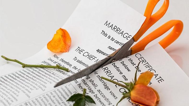 Cuộc hôn nhân chỉ kéo dài 3 phút