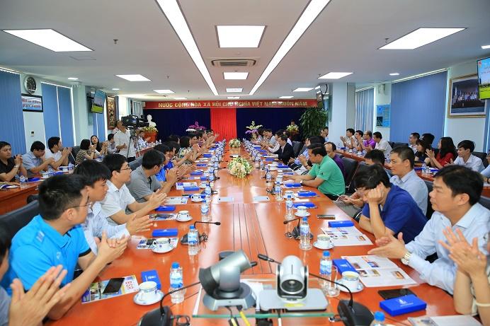 Đoàn cán bộ, học viên lớp cao cấp lý luận chính trị thăm và làm việc tại BSR