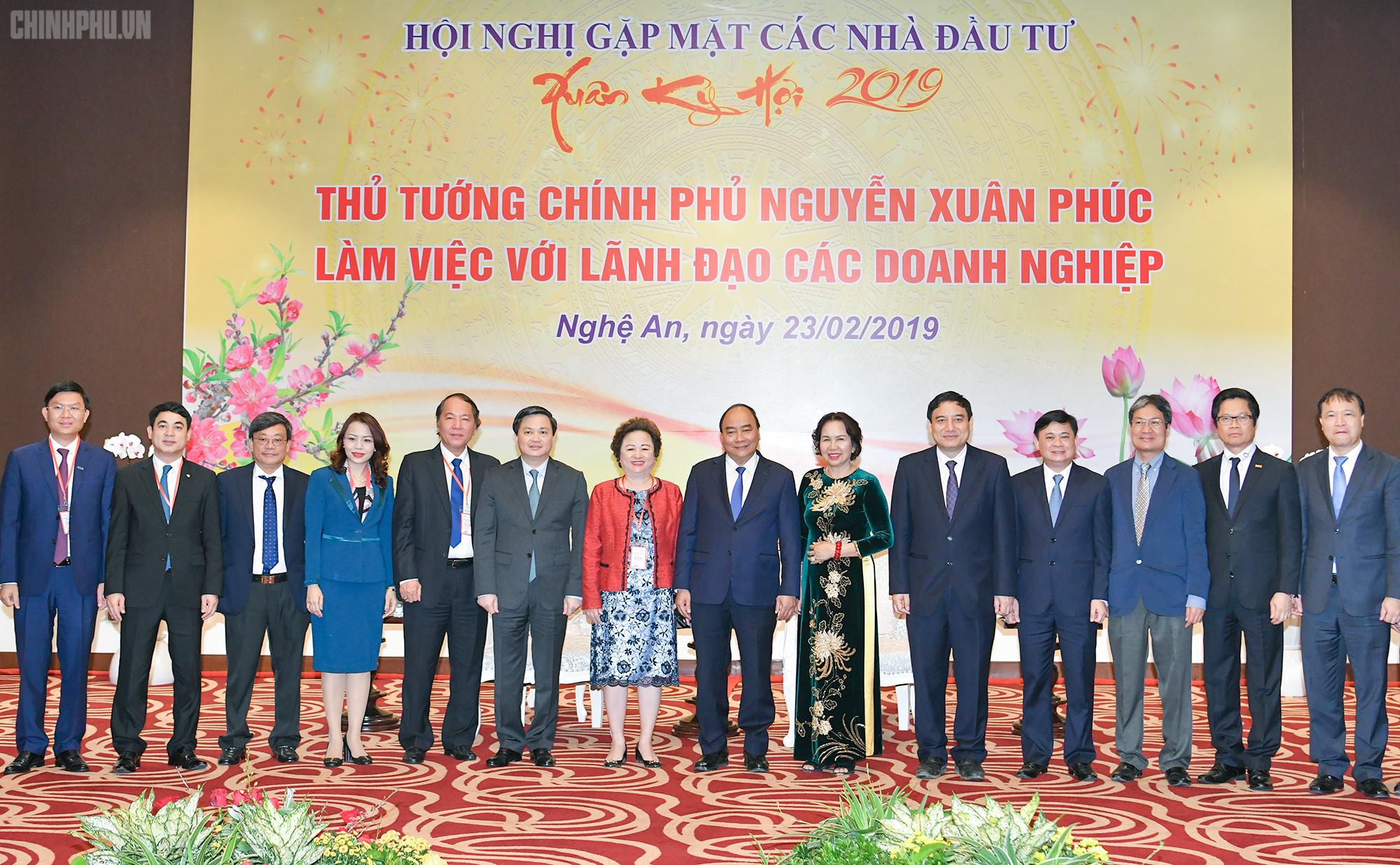 Thủ tướng Chính phủ Nguyễn Xuân Phúc tiếp các doanh nghiệp, nhà đầu tư tại Nghệ An