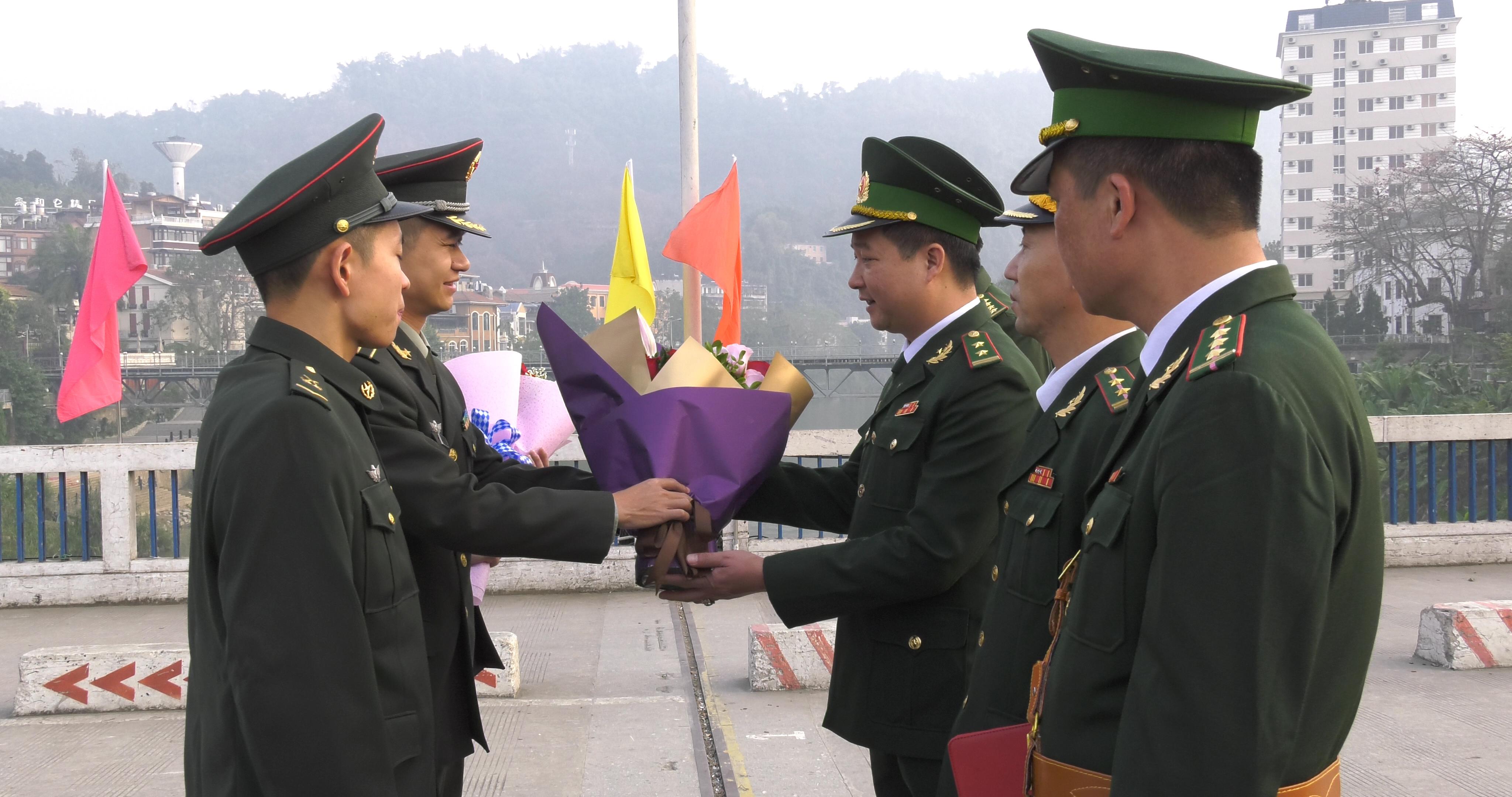 Ngày đầu năm mới ở Cửa khẩu quốc tế Lào Cai