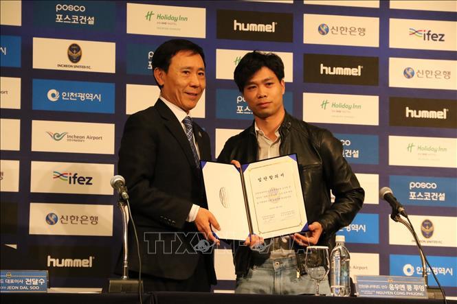 Công Phượng ra mắt cổ động viên Incheon United