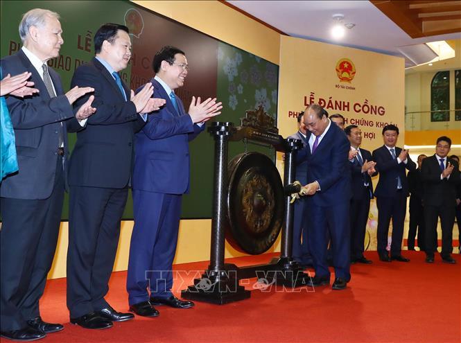 Thủ tướng: Tiếp tục phát triển thị trường chứng khoán bền vững