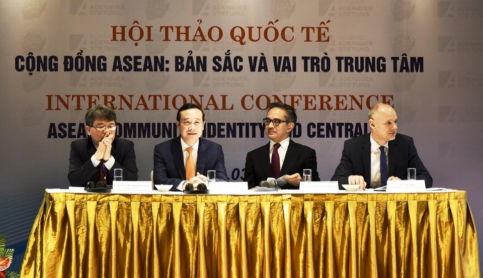 Cộng đồng ASEAN: Bản sắc và vai trò trung tâm