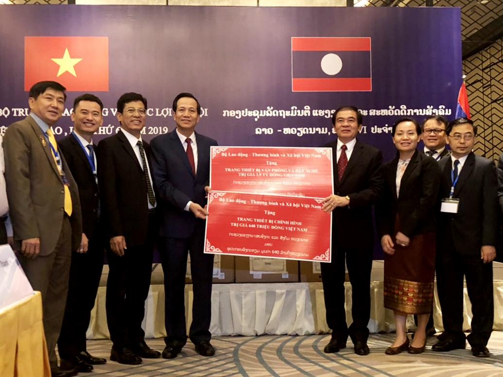 Việt Nam - Lào đẩy mạnh hợp tác về lao động và phúc lợi xã hội