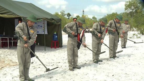 VNMAC nhận bàn giao thiết bị rà phá bom mìn từ Dự án Việt Nam – Hàn Quốc