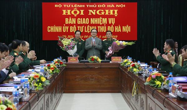 Bàn giao nhiệm vụ Chính ủy Bộ Tư lệnh Thủ đô Hà Nội