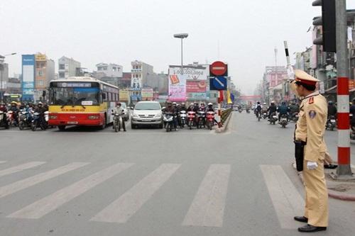 Khi nào cảnh sát giao thông được quyền dừng phương tiện người tham gia giao thông để kiểm tra?
