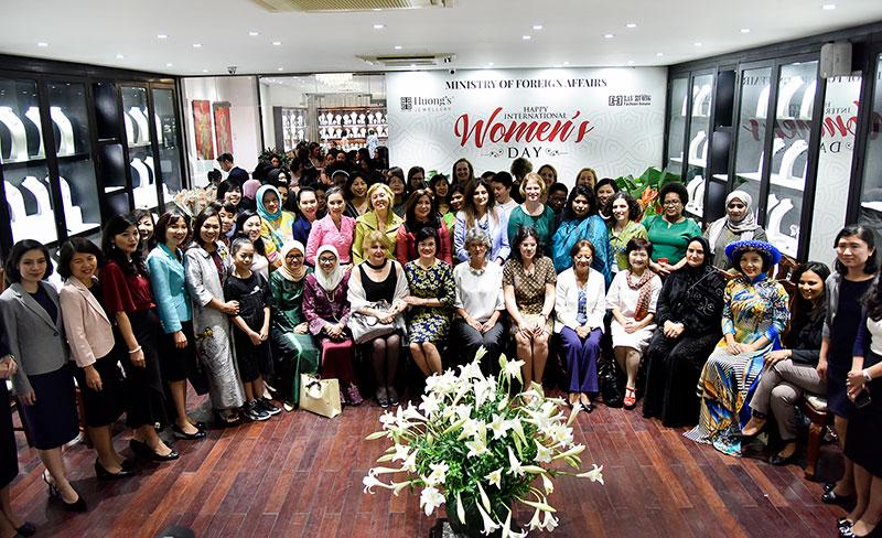 Tăng cường kết nối giữa cán bộ nữ ngoại giao Việt Nam với bạn bè quốc tế