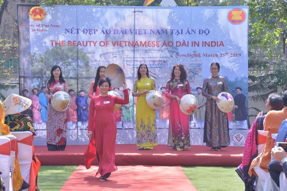 Quảng bá áo dài truyền thống Việt Nam tại Ấn Độ