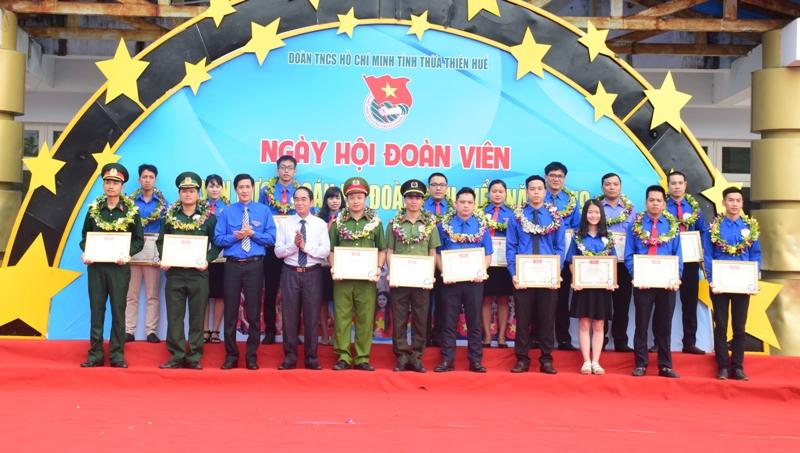 Thừa Thiên Huế: Tuyên dương 18 cán bộ đoàn tiêu biểu