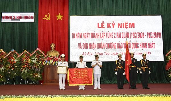 Vùng 2 Hải quân đón nhận Huân chương Bảo vệ Tổ quốc hạng Nhất